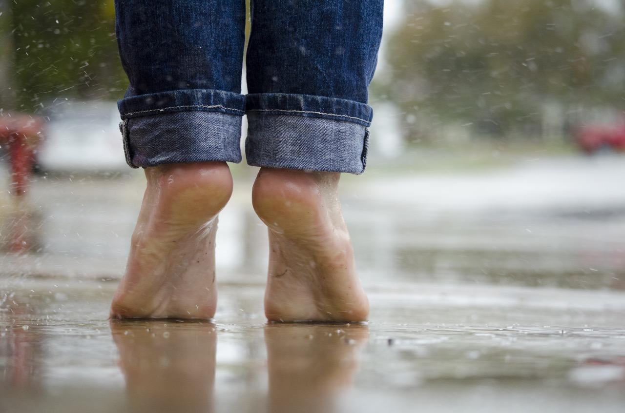 Cómo curar la inflamación del tobillo